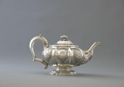 04-antikvarinis-grynojo-sidabro-arbatinukas.jpg